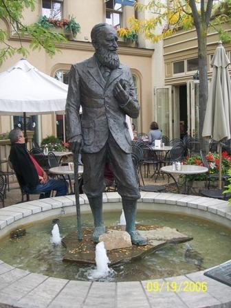 George Bernard Shaw statue in Niagara-on-the-Lake